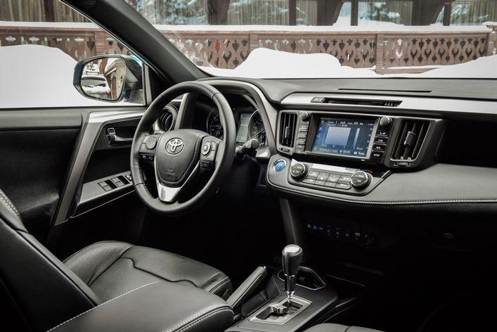 Toyota RAV4 Hybrid - wnętrze samochodu